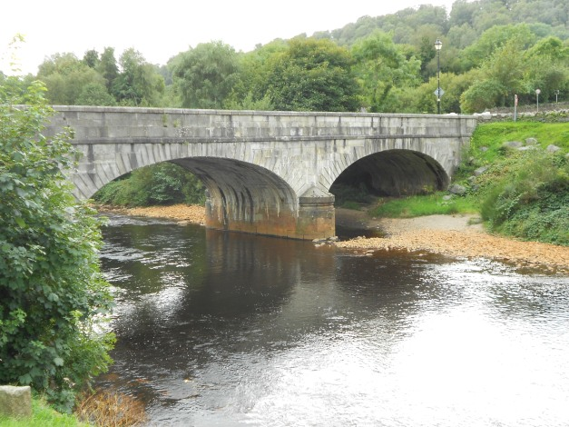 The bridge over theRiver Avoca. Note the reddish stain on thee rocks leached from the nearby, now disused copper mine in the town.