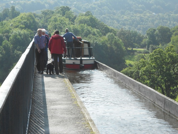 Narrowboat cossing the Aqueduct as seen from above