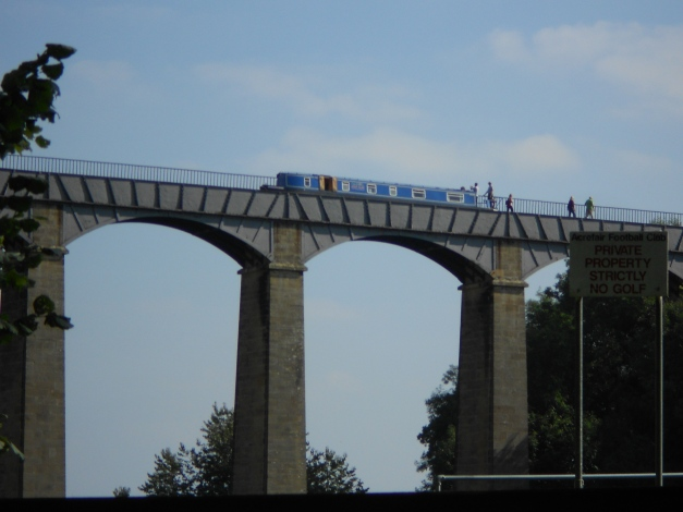 Narrowboat cossing the Aqueduct as seen from below