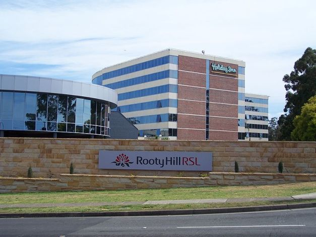 800px-Rooty_Hill_RSL_Club_with_Holiday_Inn_Rooty_Hill